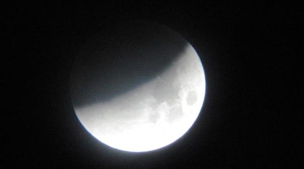 Vale a pena olhar para a lua esta noite