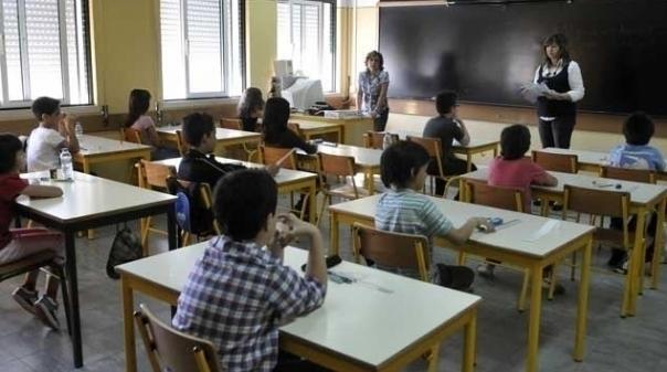 Governo chama professores para reunião em véspera de greve