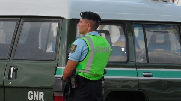 GNR de Albufeira detém três jovens por tráfico de droga