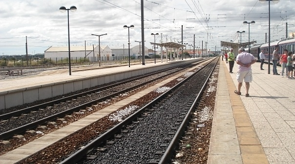 """Faro recebe protesto contra """"degradação"""" do transporte ferroviário no Algarve"""