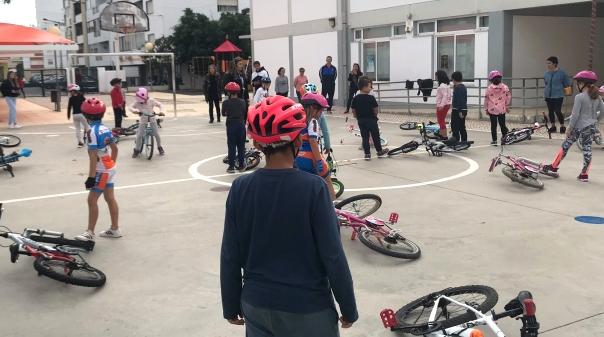 Agrupamento escolar de Faro ensina alunos a andar de bicicleta - Algarve Primeiro