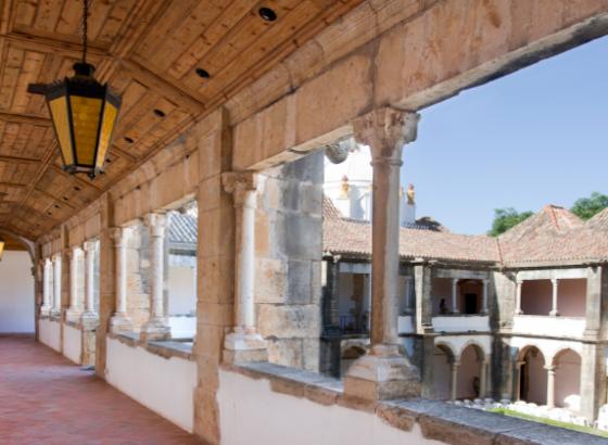 """Museu Municipal de Faro recebe exposição """"Incómodo"""" do projeto Manicómio"""