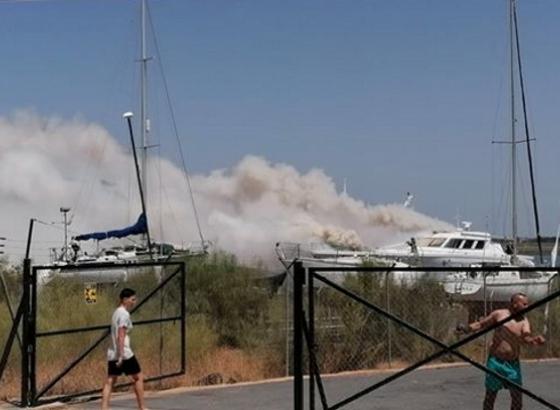 Embarcação com cerca de 30 metros arde em Vila Real de Santo António