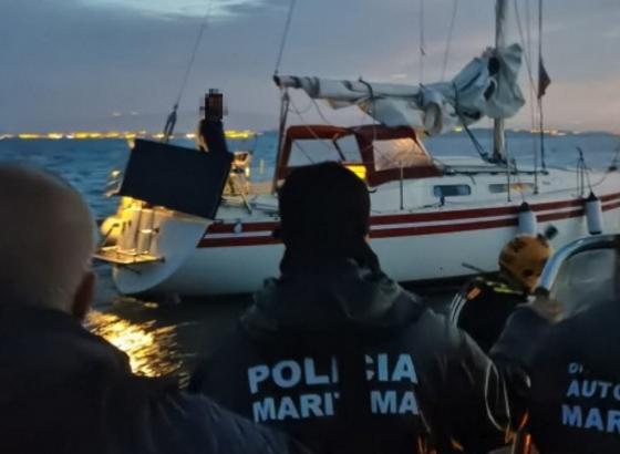 Embarcação de recreio ficou presa a rede ao largo da praia de Alvor