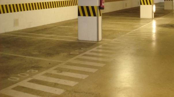Silo de estacionamento de Armação de Pêra a funcionar 24 horas por dia