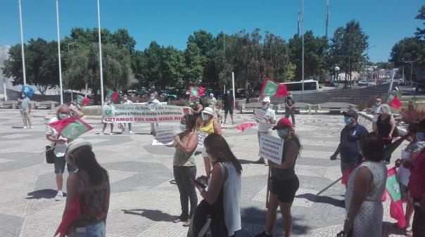 """Trabalhadores do Vilanova Resort prometem """"lutar"""" pelo pagamento dos salários e dos postos de trabalho"""