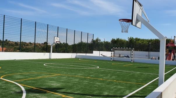 Escola Básica de Estômbar arranca ano letivo com polidesportivo renovado