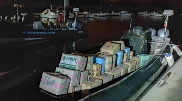 Unidade de Controlo Costeiro apreende 1,8 toneladas de haxixe no rio Guadiana