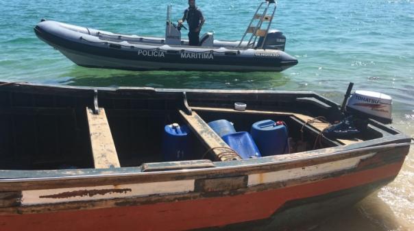 Dos 28 migrantes intercetados na ilha Deserta em Faro há uma grávida e uma criança