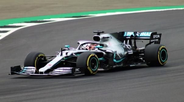F1/Portugal: Lewis Hamilton bate recorde mundial com 'pole position' em Portimão