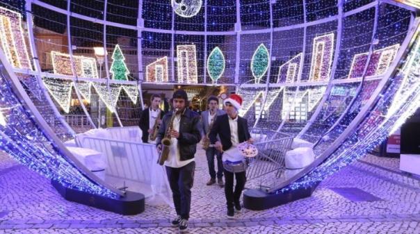 Câmara de Portimão investe 75 mil euros em luzes de Natal para ajudar a economia local