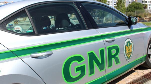 Silves: GNR detém suspeito de agredir e ameaçar a mulher com arma de fogo