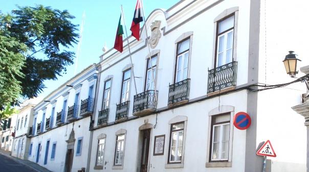 Município de Castro Marim nega que tenha retirado propaganda do Partido Socialista