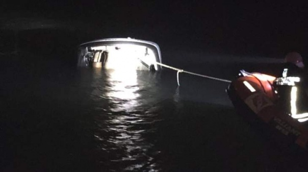 Viatura cai à água no cais das Quatro Águas em Tavira sem registo de ocupantes