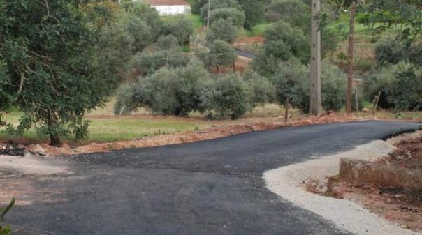 Câmara de Silves conclui pavimentação de caminhos na freguesia de São Bartolomeu de Messines