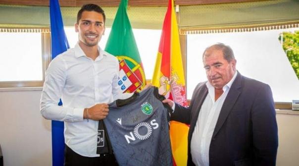 Guarda-redes do Sporting homenageado pelo Município de Albufeira