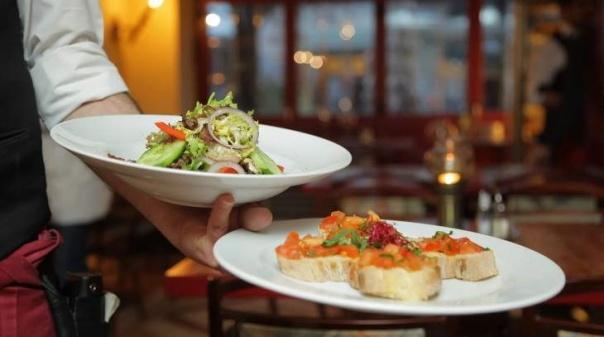 Covid-19: Restaurantes abertos até à 01:00 e comércio sem restrições horárias a partir de 2.ª feira