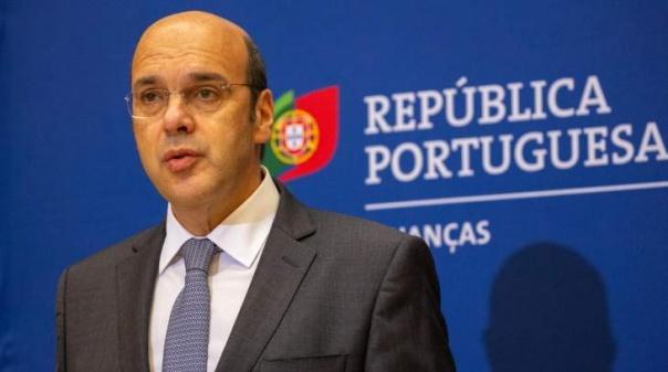 Ministro da Economia visitou Aeroporto de Faro e defendeu diversificação de mercados para o turismo