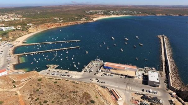 Docapesca pretende instalar iluminação LED nas torres do porto de Sagres