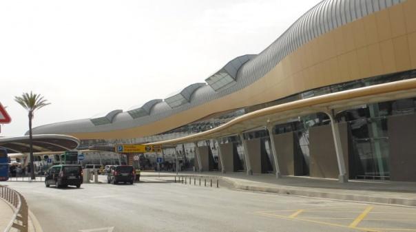 Aeroporto de Faro abriu base da easyjet e lançou central de painéis fotovoltaicos