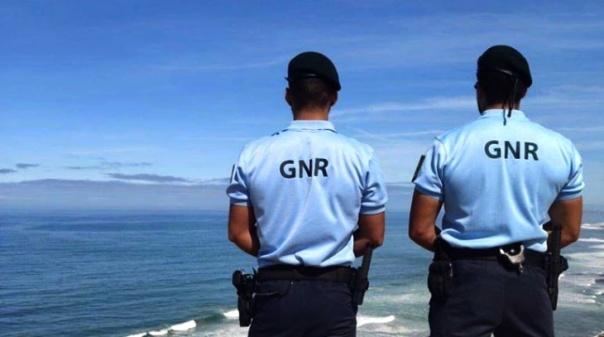 Sobe para oito número de detidos após desembarque em praia de Aljezur