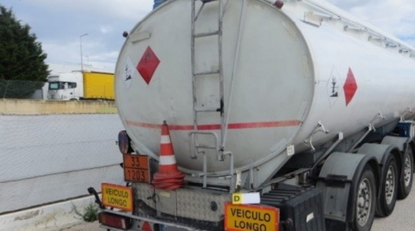 GNR apreende mais de 17 mil litros de gasóleo em Olhão a empresa sem autorização