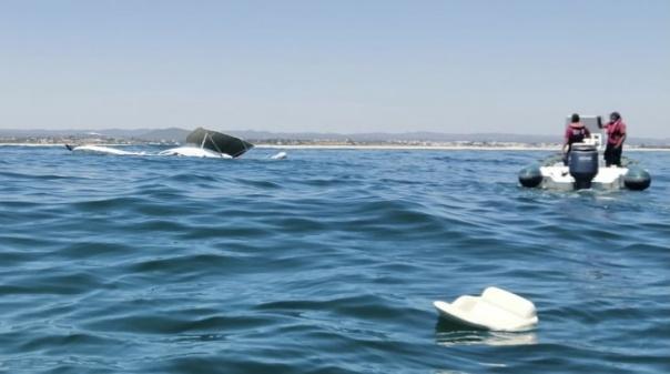 Casal resgatado ao largo da ilha da Armona após embarcação ter naufragado