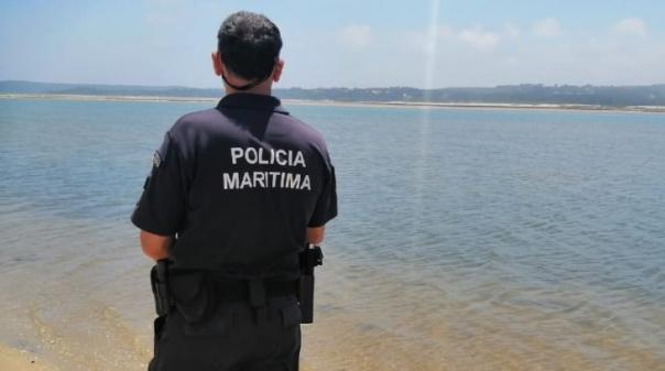 """Homem detido por suspeitas de agredir """"namorada"""" na praia de Vale do Lobo"""