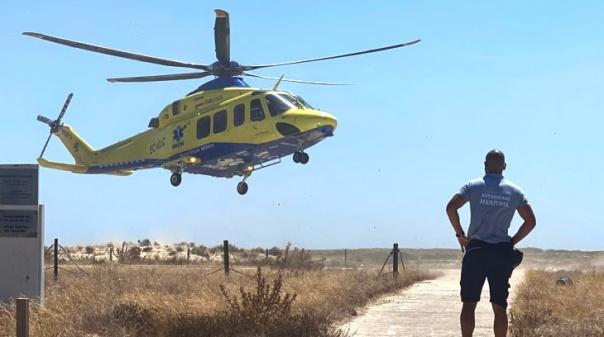 Homem sentiu-se mal na praia da ilha da Culatra e foi evacuado de helicóptero