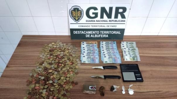 Homem de 30 anos detido em Albufeira por tráfico de estupefacientes