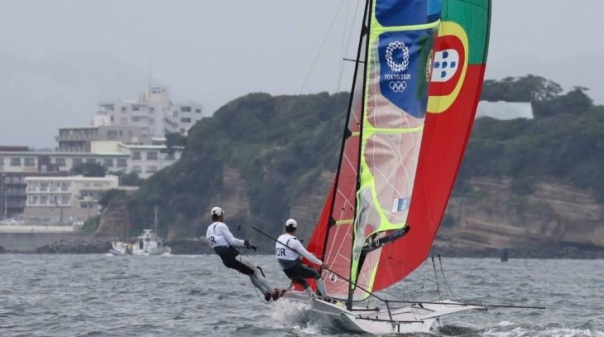 Tóquio2020:Tavirense José Costa e Jorge Lima vencem nona regata de 49er