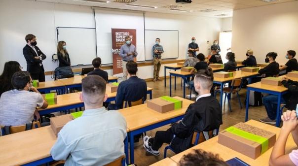 Deloitte paga propinas a 22 alunos da Ualg