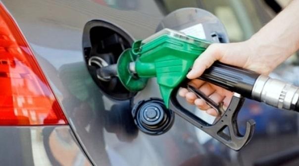 Domingo com muitos portugueses à procura de combustível mais barato em Ayamonte