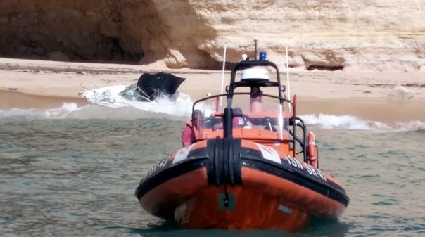 Mais de duas dezenas de pessoas foram auxiliadas esta terça-feira na costa de Lagoa