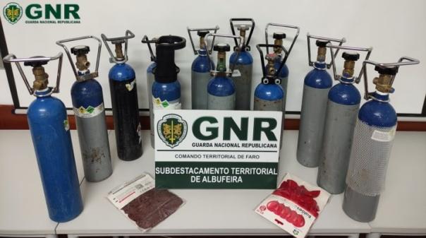 GNR apreende 13 botijas de óxido nitroso em Albufeira